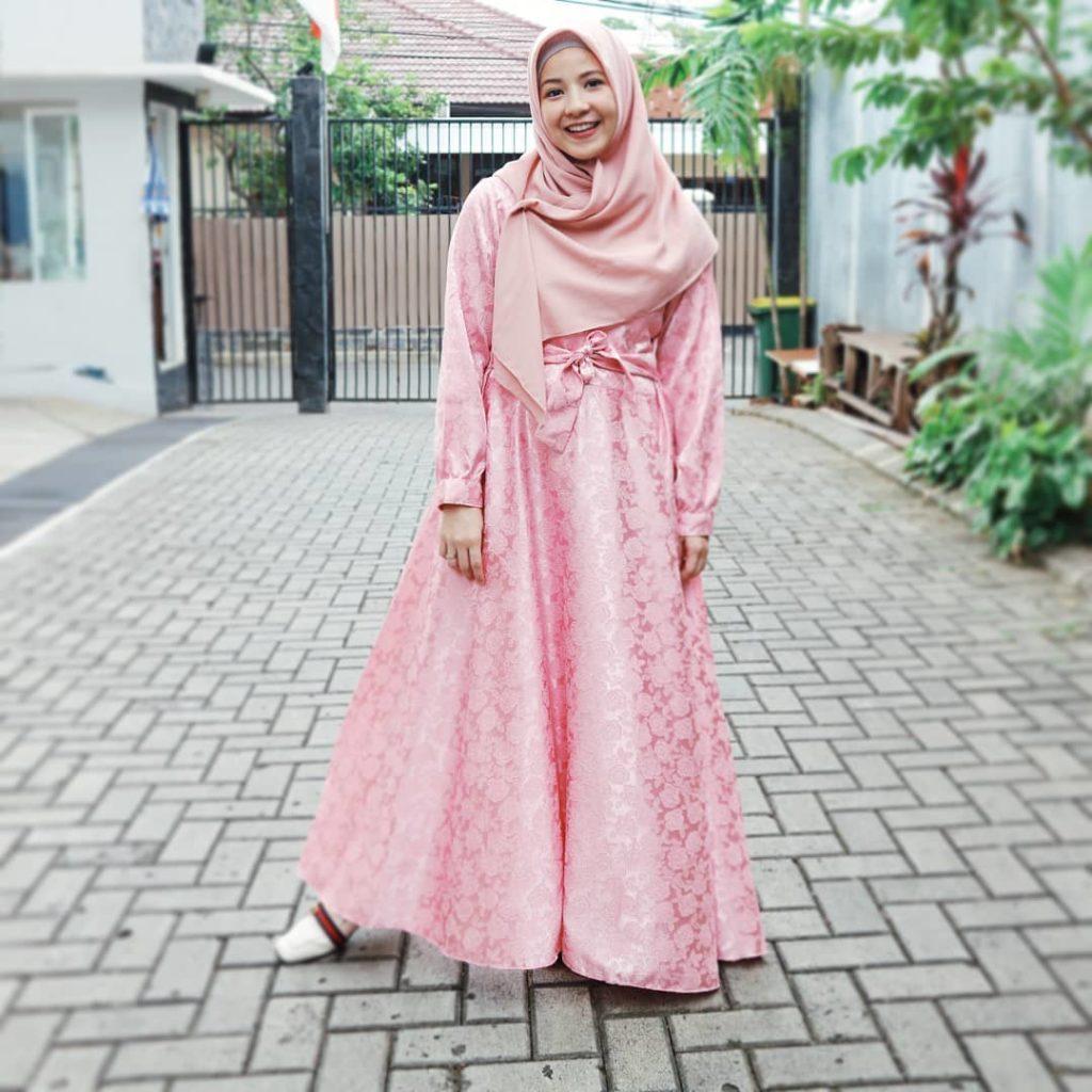 10 Model Baju Muslim untuk Orang Gemuk  Gamis