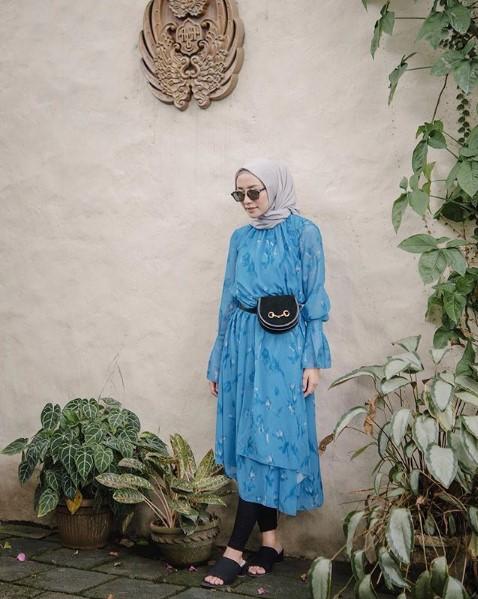 Padu Padan Baju Gamis Modis Warna Biru