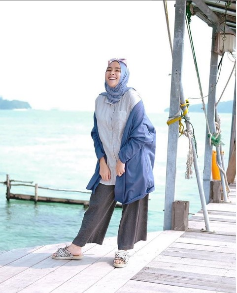 Trend Outfit Of The Day Untuk Baju Muslim Yang Hits Di 2019 Gamis