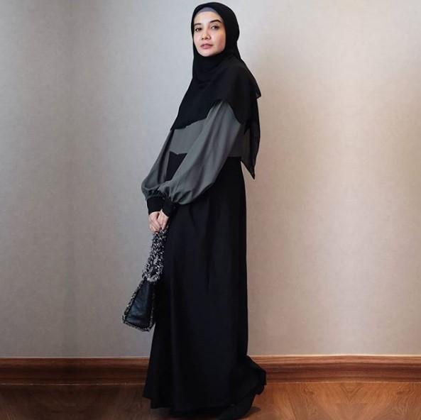 Padu Padan Gamis Warna Hitam Agar Terlihat Fashionable Gamis