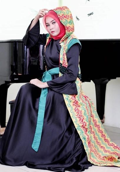 12 Padu Padan Baju Muslim Kombinasi Kain Sasirangan Gamis