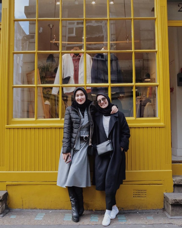 Tips Padu Padan Modis Mengenakan Busana Muslim Saat Travelling