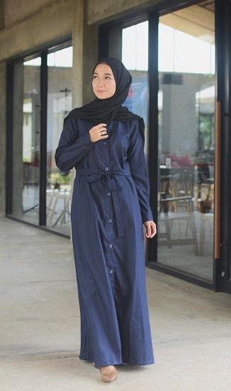 Warna Hijab yang Cocok untuk Baju Muslim Warna Navy Gamis